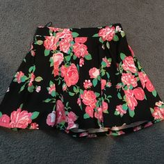 Black and Pink Floral Skirt - Size Medium Black and Pink Floral Skirt - Size Medium - Elastic Waist Band Ambiance Apparel Skirts