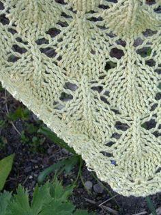 Kevät-huivi - Ziinan neuleet - Vuodatus.net Lace Knitting, Knit Crochet, Fun Projects, Stitch Patterns, Knitwear, Blanket, Crafts, Accessories, Shawls