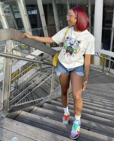 Red Shorts, White Shorts, Red Hair Color, Simple Outfits, School Outfits, Urban Fashion, Easy Hairstyles, Ted, Short Hair Styles