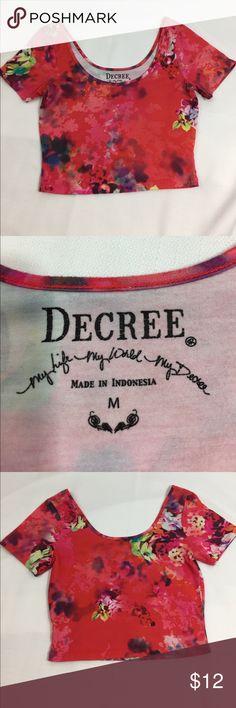 Decree watercolor crop top sz M Cute crop top from Decree, red watercolor Decree Tops Crop Tops