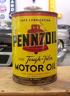 Creative Vintage, Oil, Cans, Aisleone, and Typeface image ideas & inspiration on Designspiration Vintage Oil Cans, Vintage Tins, Vintage Auto, Can Dispenser, Vintage Gas Pumps, Old Garage, Nostalgia, Old Gas Stations, Old Signs