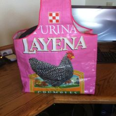 Chicken feed bag--Like the style of this one. Very nice Plastic Bag Crafts, Recycled Plastic Bags, Recycled Crafts, Fused Plastic, Feed Sack Bags, Feed Bag Tote, Tote Bag, Reusable Shopping Bags, Reusable Bags