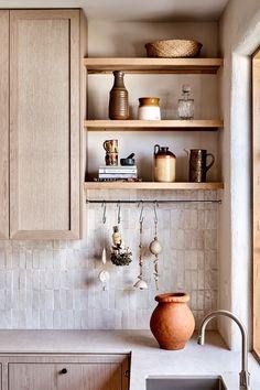 A Star Modern-Rustic Kitchen in Melbourne: Australian House and Garden's Kitchen of 2019 by Studio Ezra – rustic home interior Rustic Kitchen Design, Modern Rustic Kitchens, Modern Kitchen Designs, Modern Rustic Decor, Kitchen Modern, Rustic Home Interiors, Moroccan Interiors, Australian Homes, Australian Home Decor