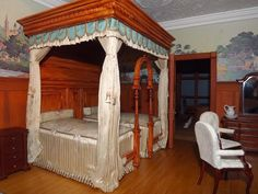 Late Victorian English Manor Dollhouse: 1/12 Miniature from Scratch (jt-great blog to follow. This is the Twins' Bedroom featuring the fabulous Sheraton Summer Bed by June Clinkscales)