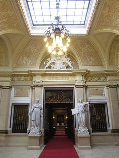 Hamburg Rathaus/Town Hall - Interesting building, very much worthwile a guided tour. Hallway