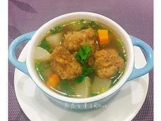 醃炸過的排骨與蘿蔔的清香是令人懷念的台灣味,不需久燉,卻能有香氣十足的湯頭!! 這次的排骨酥除了可多炸ㄧ些冷凍保存用來燉煮之外,剛炸好的排骨酥亦可用來做糖...