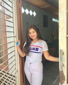 Burmese Girls, Chubby Girl, Ao Dai, Lightroom, Crop Tops, Sexy, Beautiful, Beauty, Instagram