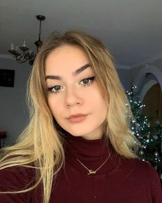 𝕄𝕒𝕜𝕖𝕦𝕡 𝕢𝕦𝕖𝕖𝕟 ___________ Za co lubicie Julke? Polish Girls, Pretty Girls, Xmas, Christmas, Tik Tok, Poland, Makeup, Pikachu, Queen