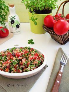 Despre salata tabouleh…numai de bine 🙂 E atât de ușor de făcut, de ieftină, de bună și de veselă! Nu avem nevoie decât de câteva ingrediente: mult (dar mult!!) pătrunjel, mentă proaspătă, roșii, ceapă roșie (sau ceapă verde) și de obicei bulgur fiert. În loc de bulgur putem folosi cu succes cuşcuş sau şi mai … … Continue reading → Healthy Salad Recipes, Parmesan, Quinoa, Risotto, Potato Salad, Salsa, Food And Drink, Cooking, Ethnic Recipes