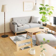 Home Decorators Collection - Interior & Home Design Ideas Japanese Living Rooms, Japanese Home Decor, Furniture Layout, Home Furniture, Home Living Room, Living Room Decor, Muji Home, Minimalist Home, Home Interior Design
