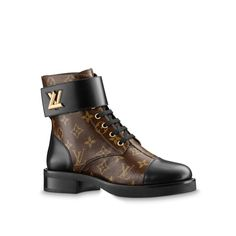 LOUIS VUITTON Official Website United Kingdom - Discover designer Wonderland Flat Ranger shoes for women in iconic Monogram canvas, inspired by military style Zapatos Louis Vuitton, Louis Vuitton Boots, Louis Vuitton Usa, Louis Vuitton Handbags, Mens Designer Dress Shoes, Designer Boots, Bootie Boots, Heeled Boots, Women's Boots