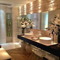 Good use of stone and mirrors, great lighting, lovely ambiance.
