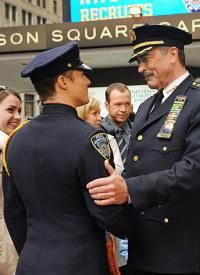 Blue Bloods-- Frank Reagan (Tom Selleck) and Jamie Reagan (Will Estes) Blue Templar, Tom Selleck Blue Bloods, Jamie Reagan, Blue Bloods Tv Show, Jesse Stone, Cop Show, Tv Detectives, Donnie Wahlberg, Famous Stars