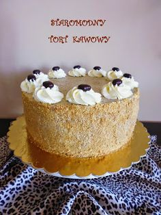 Smaki ogrodu: STAROMODNY TORT KAWOWY Cream Cheese Pound Cake, Polish Recipes, Polish Food, Different Cakes, Holiday Desserts, Vanilla Cake, Ale, Good Food, Tasty