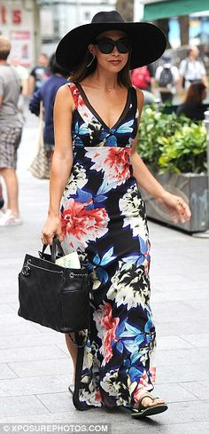833a636e0e54a3 Comfortable  Myleene ditched her heels for a pair of black flips flops which  complimented .