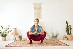 This amazing intro to yoga will help you become happier and more relaxed. The post Chill Out and De-Stress with this Yoga Routine for Beginners appear. Yoga Poses For Sciatica, Sciatica Exercises, Back Pain Exercises, Asana, Happy Baby Pose, Chill, Piriformis Muscle, Eagle Pose, Puppy Pose