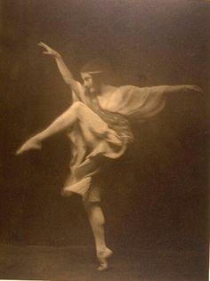 ARNOLD  GENTHE  |  ANNA PAVLOVA  |  Circa 1915   |  #AnnaPavlova…