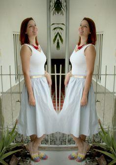 Hoy les comparto mi #ootd #claudiasuárez muy cómodo y creativo para un #viernes en la #oficina.  #falda de rayitas con #vestido básico y mis favoritas para hoy, mis #cotizas de la bandera de #colombia.  La mezcla de piezas básicas elegantes con informales le da personalidad a mi #look.   #fashion #moda #fashionista #medellin #style  #lookoftheday #caribbeanchic #colombiandesigner #imageconsulting #love #beautiful