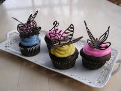 Tutorial! http://everything-old-crafts.blogspot.it/2011/02/how-to-make-chocolate-butterfly-cake.html