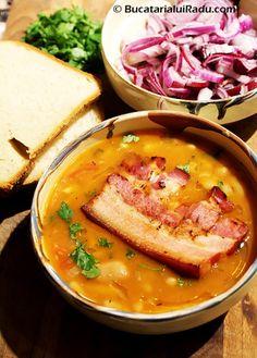 ciorba de fasole boabe cu costita Pork Recipes, Cooking Recipes, My Favorite Food, Favorite Recipes, Romanian Food, Romanian Recipes, Good Food, Yummy Food, Lebanese Recipes