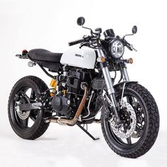 Woo what a sweet ride. Honda CR450 courtesy of the cats over at Brazil's @luccacustoms. #dropmoto #builtnotbought #honda #cr450 #caferacerporn #caferacer #brat #streettracker #tracker