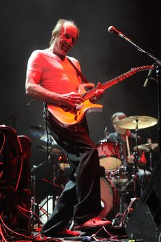 Photo by Toni Francois (tono.tv) I absolutely love him. Adrian Belew, King Crimson, Psychedelic Rock, Any Music, Frank Zappa, Rock Music, Blues, Guitar Players, Voodoo