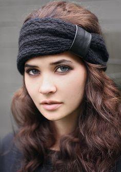 Halten Sie warm und stilvoll in unseren 100 % schwarz Chuncky Wolle stricken Stirnband. Gefüttert mit weichem schwarzen Viskose/Elasthan