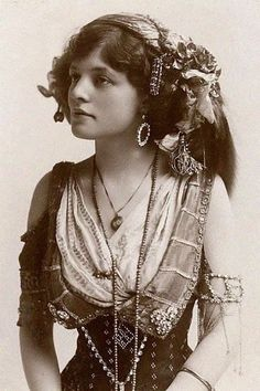 Romanian gypsy girl, 1895