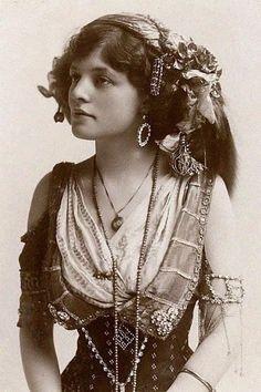 Romanian gypsy girl, 1895