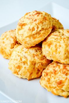 These cheddar drop biscuits are made from scratch but they are so quick and easy to make. Buttery cheesy and seriously tasty! Easy Cheddar Biscuit Recipe, Biscuits Au Cheddar, Cheddar Cheese Recipes, Drop Biscuits, Tea Biscuits, Cheddar Cheese Biscuit Recipe, Raisin Tea Biscuit Recipe, Garlic Cheddar Biscuits, Sour Cream Biscuits
