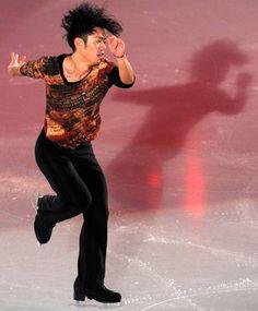 2010-12-27 メダリストオンアイスで華麗な演技を披露する高橋
