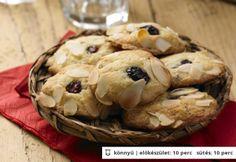 Brusnicovo-mandľové cookies s bielou čokoládou Stuffed Mushrooms, Muffin, Cookies, Vegetables, Breakfast, Food, Crack Crackers, Muffins, Biscuits