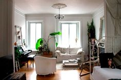 "Vanessa's Effortlessly Stylish & Relaxed ""Chateau"" in Montreal"