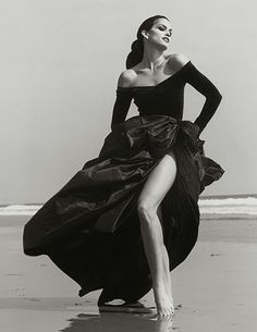 Cindy Crawford, Gianfranco Ferrè 3, Malibu, 1994. Photograph from Herb Ritt's book: LA Style, to be published by Getty Publications April 2012
