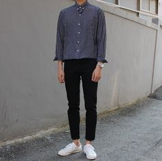 And slim fit black chino korean fashion men, korean street fashion, ulzza. Korean Fashion Men, Ulzzang Fashion, Korean Street Fashion, Korea Fashion, Asian Fashion, Mens Fashion, Cool Outfits, Casual Outfits, Men Casual