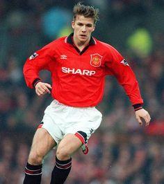 Il fait sa première apparition sous le maillot de Manchester United le 2 Avril 1995 contre Leeds United en inscrivant même un but
