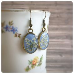 """Ohrhänger - Ohrhänger oval mit """"wilde Möhre"""" Blüten jeansblau - ein Designerstück von Kiezelfen bei DaWanda"""