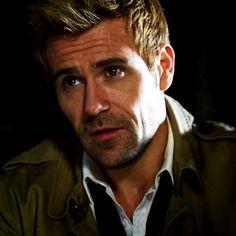 Matt Ryan as Constantine, God I love this man.