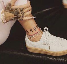 a new tattoo: Guess where! - Rihanna puma suede creepers -Rihanna has a new tattoo: Guess where! - Rihanna puma suede creepers - dad or mom instead of queen Rihanna's Tattoos & Meanings Foot Tattoos, Sexy Tattoos, Temporary Tattoos, Body Art Tattoos, Tattoos For Women, Small Tattoos, Tatoos, Maori Tattoos, Polynesian Tattoos