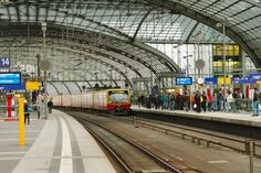 Berlin, Hauptbahnhof (central station) with Stadtbahn (by: harry eppink)