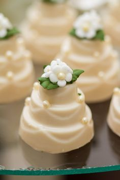 Discover recipes, home ideas, style inspiration and other ideas to try. Mini Wedding Cakes, Floral Wedding Cakes, Wedding Candy, Wedding Cupcakes, Mini Cakes, Wedding Cake Toppers, Cupcake Cakes, Beautiful Wedding Cakes, Gorgeous Cakes