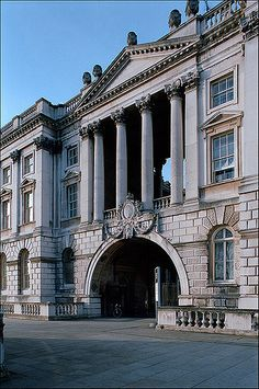 Must see the Courtauld Gallery in the Somerset House, London (Sir William Chambers, England Uk, London England, Neoclassical Architecture, Vintage Architecture, London Life, London House, London Calling, London Travel, Somerset