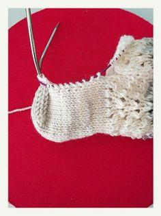 Calcetines, cómo tejer calcetines paso a paso | anaconde | socks&co Crochet Bikini, Crochet Top, Crochet Earrings, Knitting, Swimwear, Margarita, Grande, Fashion, Knitting Patterns