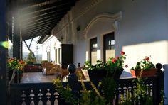 Conacul lui Maldar - o minune din Vechea Oltenie Art And Architecture, Romania, Places To Visit, Rustic, Traditional, Outdoor Decor, Case, Home Decor, Country Primitive