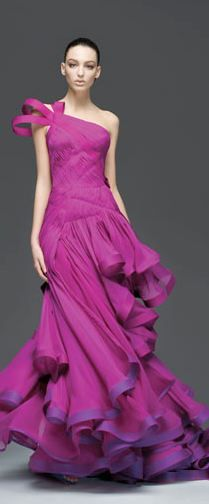 Atelier Versace | Spring 2009 | http://www.fashionologie.com/Spring-2009-Atelier-Versace-Red-Carpet-Ruffles-Whorls-2863202?image_nid=2863206=4
