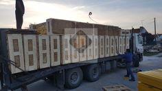Transporte dos painéis, do armazém até local da construção em Santarém.