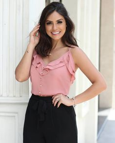 Blusa pink mosaico liar women in 2019 Trendy Outfits, Summer Outfits, Cute Outfits, Blouse Styles, Blouse Designs, Moda Chic, Trendy Tops, Office Outfits, Casual Looks