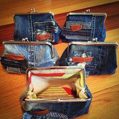 こちらは10.5㎝口金のがまぐち😊 マチたっぷり! #ハンドメイド#ハンドメイドポーチ#handmade#ポーチ#がまぐち#がま口##デニムリメイク#男前#コスメポーチ - cheerful66handmade Denim Sandals, Frame Purse, Denim Crafts, Diy And Crafts Sewing, Denim Bag, Small Shoulder Bag, Cotton Bag, Handmade Bags, Purses And Bags
