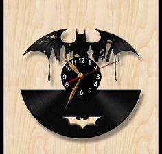** Speziell für Batman-Fans! ** Diese Uhr ist ein einzigartiges Geschenk für die Fans der Batman-Comics und Serien - für sich selbst oder Ihre Freunde, Kinder oder Verwandten. Die Vinyl-Uhr ist...