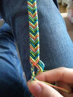 Hoe gaat het met het bandjes knopen? Ik hoop goed :-D Stuur mij gerust je foto's en tag ze met #knoopjemee zodat ik ze kan vinden op social ...